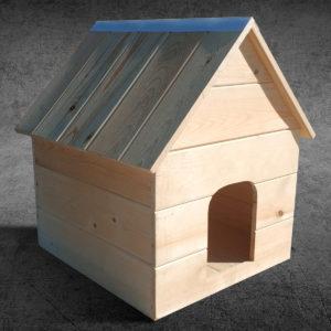 Деревянный домик для животных